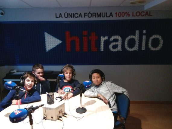 Risas y disfrute en el estudio de HitRadio